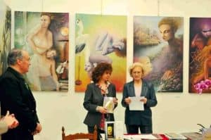 """Foto della presentazione a Roma, Galleria La Pigna del libro di ricerca introspettiva di Aurora Mazzoldi intitolato """"Le Mie Madri - Arte Introspettiva"""""""