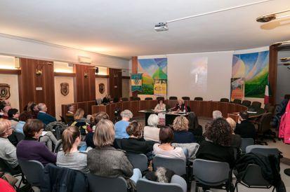 Incontro con Aurora e Antonella - sala consiliare di Levico Terme